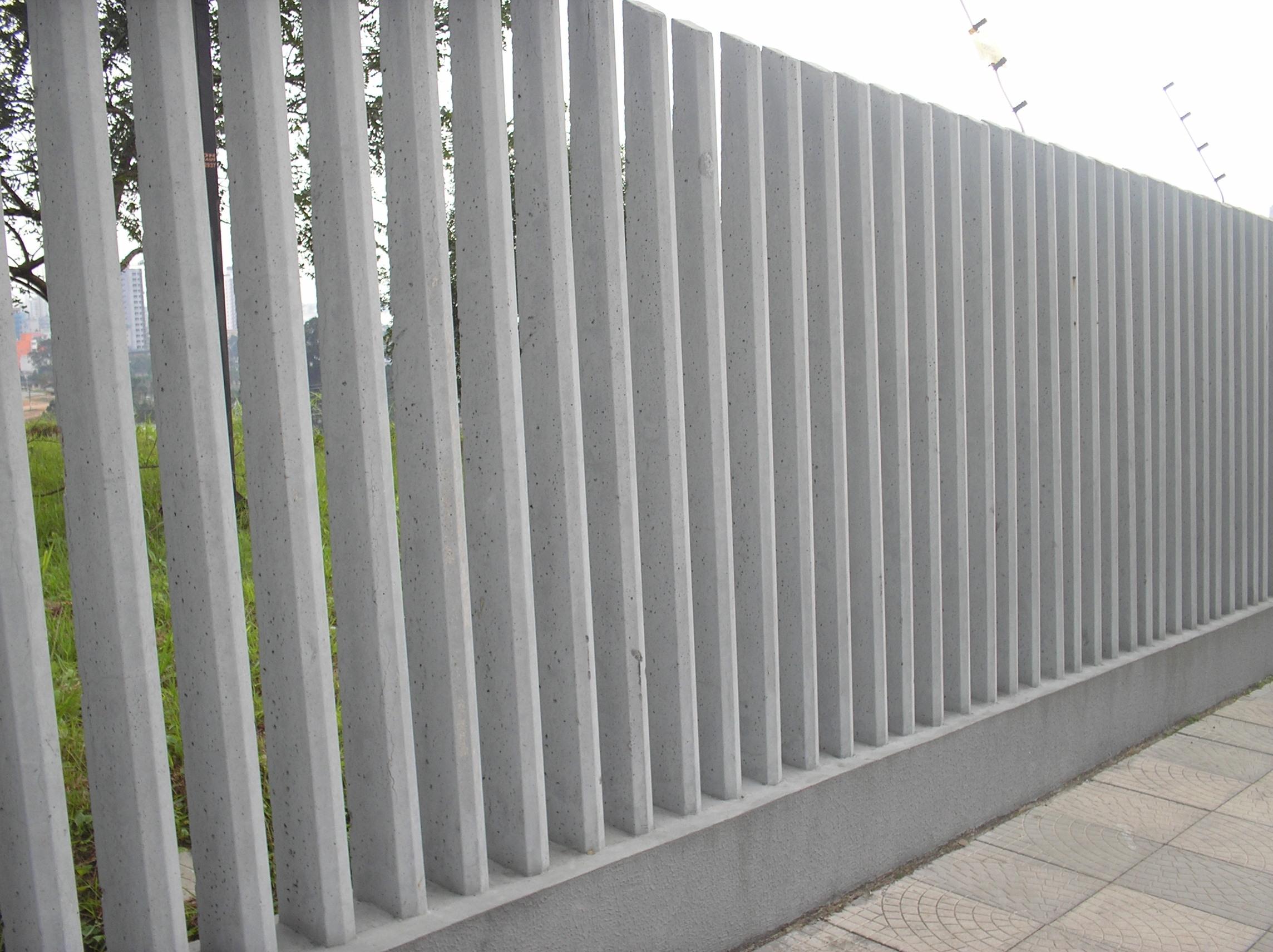 As cercas de concreto maciço são facilmente encontradas no comércio  #515C2C 2288x1712